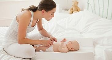 Mách mẹ cách nhận biết khi nào nên tăng size tã (bỉm) cho bé